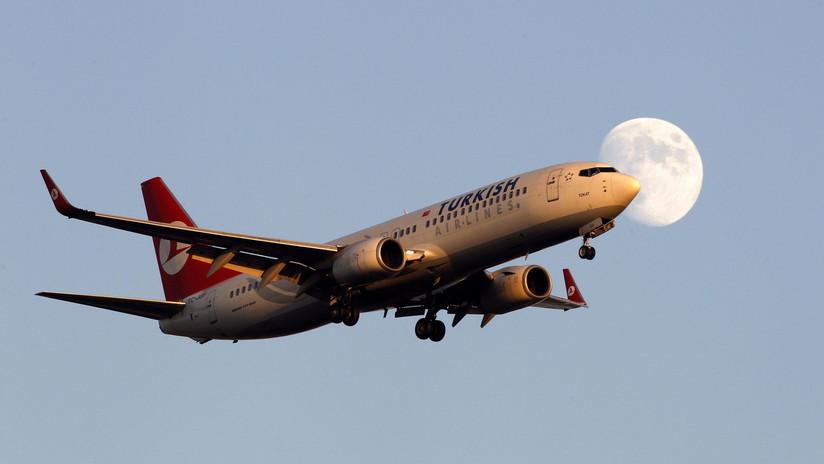 FOTOS: Pasajeros someten a un hombre agresivo en pleno vuelo entre Turquía y Sudán