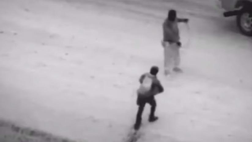 VIDEO: Un agente fronterizo de EE.UU. salva a un migrante guatemalteco y su hija en un canal