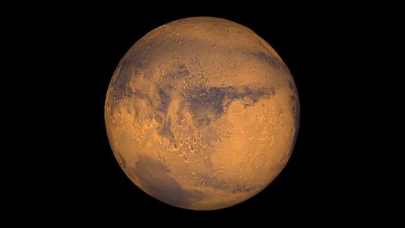 FOTO: Captan un nuevo y espectacular cráter en la superficie de Marte