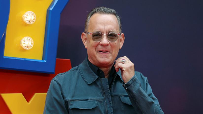 VIDEO: Tom Hanks acepta un reto de Jimmy Kimmel y 'roba' en una tienda de recuerdos ante los ojos de todos