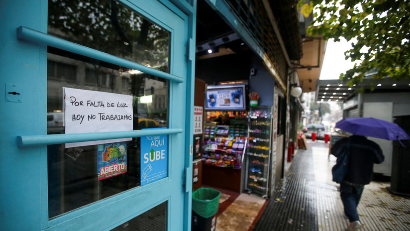 Algunas zonas de Argentina y Uruguay continúan sin luz tras el apagón del domingo
