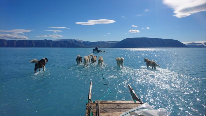 Una fotografía demuestra la realidad del derretimiento del hielo en Groenlandia