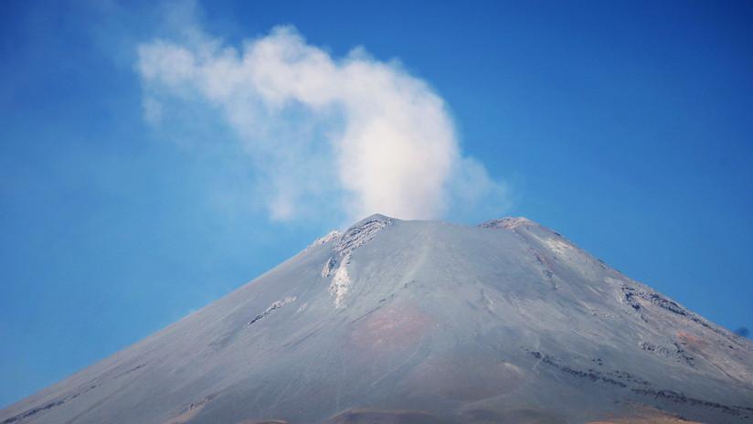 VIDEO: Filman la erupción del Popocatépetl desde un avión de pasajeros