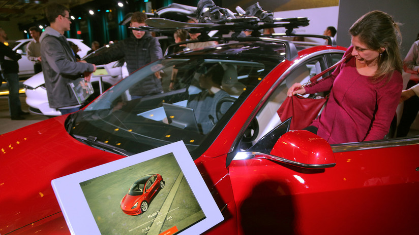 VIDEO: Una inventora fabrica su propia 'pick-up' eléctrica Tesla, cansada de esperar la versión oficial