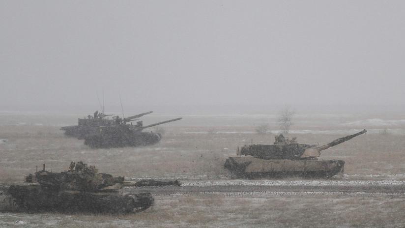 """VIDEO: Tanques de EE.UU. incursionan """"por error"""" en tierras agrícolas en Rumanía disparando y generando pánico"""