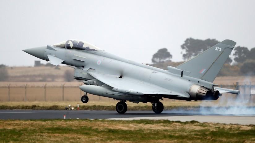 """Dos cazas escoltan un avión con una """"pasajera disruptiva"""" de vuelta a un aeropuerto de Londres y desatan el pánico en la zona"""