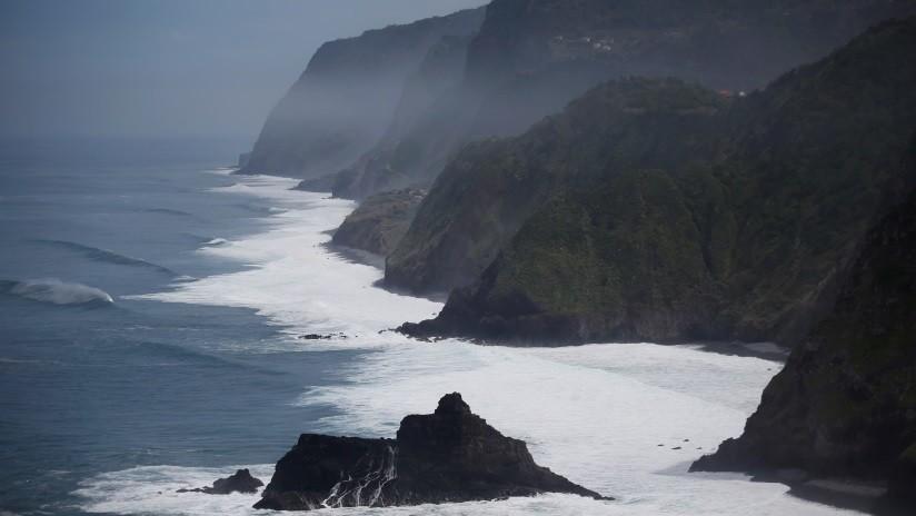 FOTO: Una rara mezcla de roca y plástico se está formando en una isla portuguesa