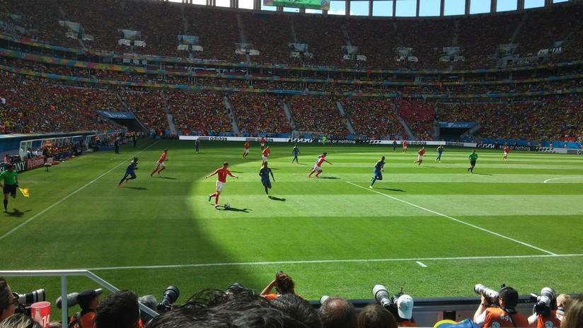 VIDEO: Espectacular gol de tiro libre desde más allá del centro del campo digno del Premio Puskas