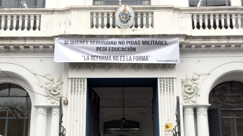 Militares a las calles y condenas de por vida: ¿qué propone el plebiscito que se votará en Uruguay?