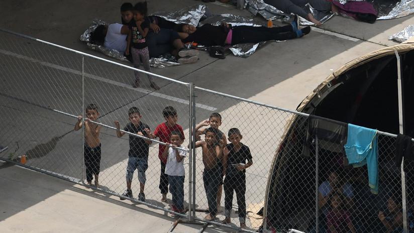 Cientos de niños migrantes salen de estación migratoria en EE.UU. tras escándalo por malas condiciones