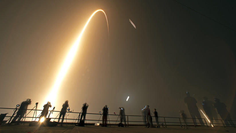 VIDEO: El cohete Falcon Heavy pierde su núcleo central en una explosión durante un fallido aterrizaje