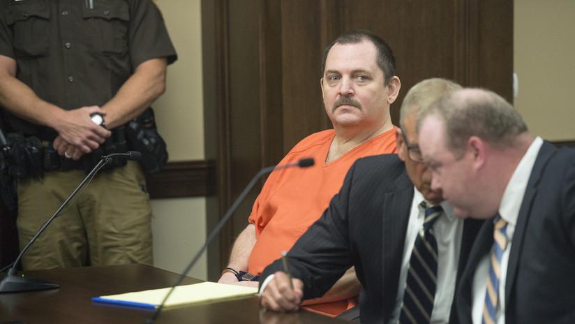 VIDEO: Un procesado por estrangular y desmembrar a una joven se corta la garganta en pleno juicio en EE.UU.