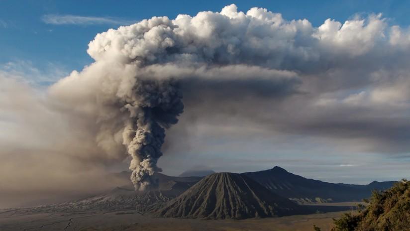 La NASA publica impresionantes imágenes satelitales de la erupción del volcán Raikoke