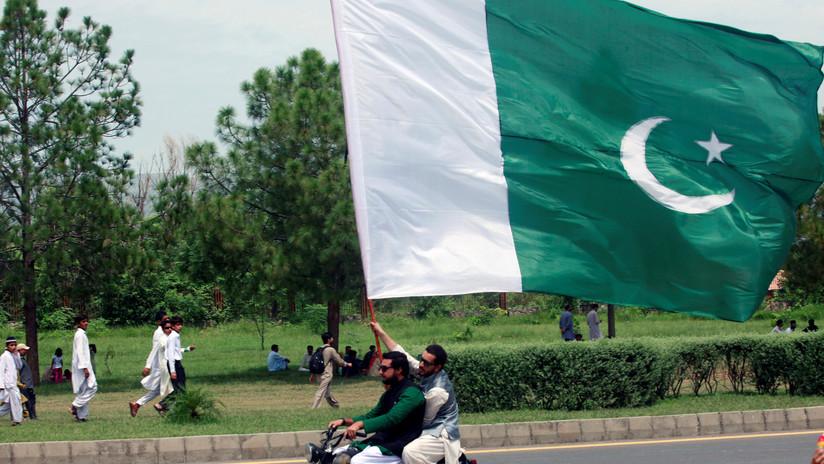 VIDEO: Un político y un periodista pakistaníes intercambian golpes en plena transmisión en vivo