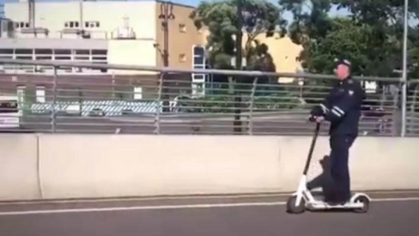 VIDEO: Un presunto agente vial persigue a un imitador de Aladino en su 'alfombra voladora' por Rusia