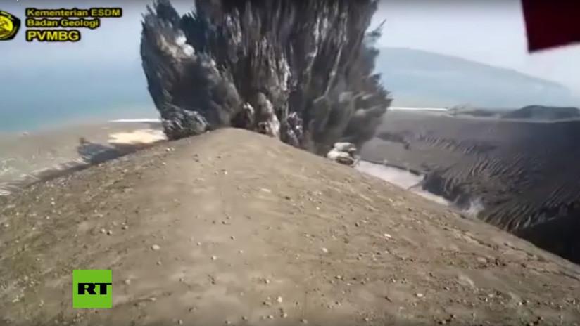 VIDEO: Captan una gran explosión en el volcán Anak Krakatoa de Indonesia