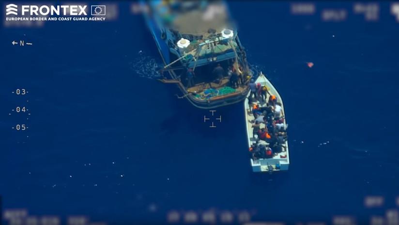 Trafico de personas en el Mediterráneo: 81 migrantes pasan de un barco nodriza a una patera (VIDEO)