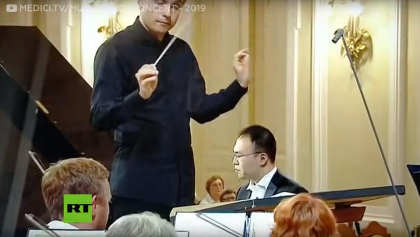VIDEO: Un pianista descubre en pleno concurso que sus notas y las de la orquesta sinfónica son diferentes