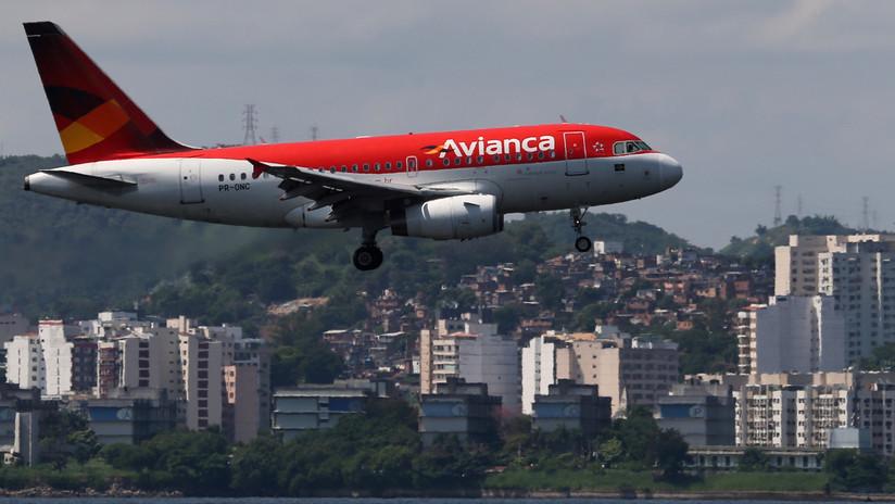 Un pasajero aparece muerto en el baño de un avión que volaba entre España y Colombia