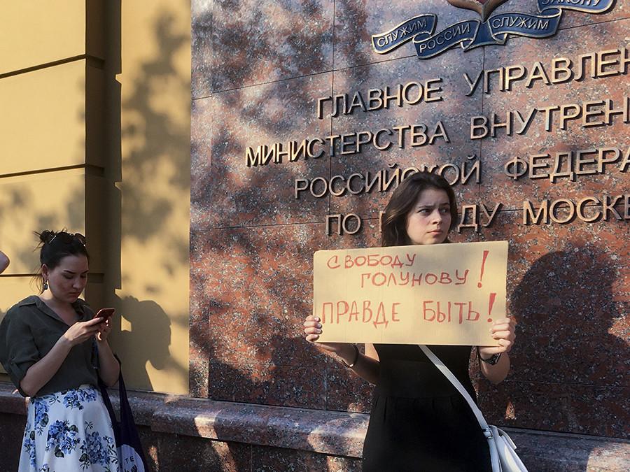 Detienen a destacado periodista en Rusia