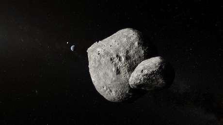 Representación del asteroide doble 1999 KW4 durante su sobrevuelo cerca de la Tierra.