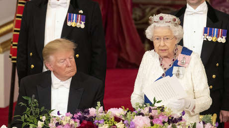 Donald Trump e Isabel II de Inglaterra.