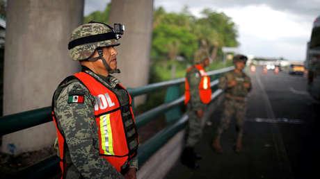 Militares en un punto de control de inmigración en una carretera en Tapachula, estado de Chiapas, el 12 de junio de 2019.