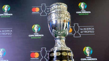 El trofeo de la Copa América 2019, en Bogotá, el 7 de mayo de 2019.