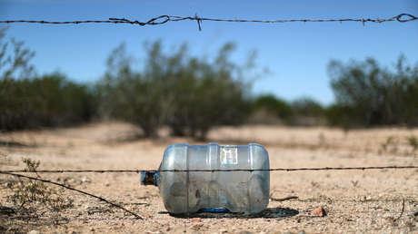 Una botella de agua probablemente dejada por un migrante mientras cruzaba el desierto de Arizona, EE.UU., 8 de septiembre de 2018.