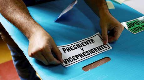 El Tribunal Supremo Electoral de Guatemala instala el equipo de votación en ciudad de Guatemala, Guatemala, 14 de junio de 2019.