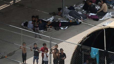 Migrantes en estación McAllen de la Patrulla Fronteriza en Texas, EE. UU. 15 de mayo de 2019.