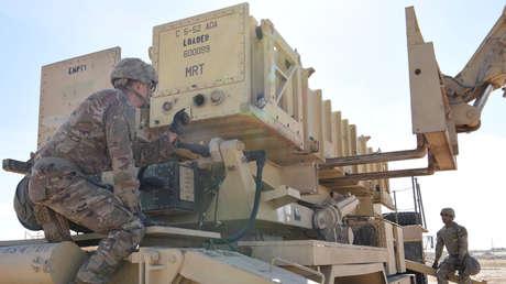 Soldados estadounidenses operan un sistema Patriot en Emiratos Árabes Unidos en enero de 2019.