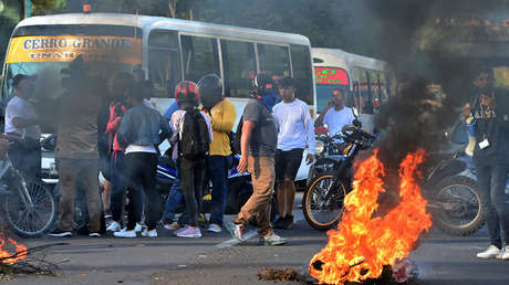 Estudiantes de la Universidad Nacional Autónoma de Honduras protestan en Tegucigalpa el 19 de junio de 2019.