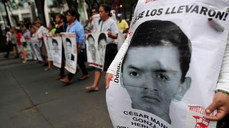Familiares de los estudiantes desaparecidos en Ayotzinapa exigen justicia. Imagen ilustrativa