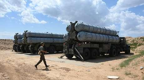 Unidades de sistemas de misiles antiaéreos S-300 durante un ejercicio en la región de Astracán, Rusia, 2019.
