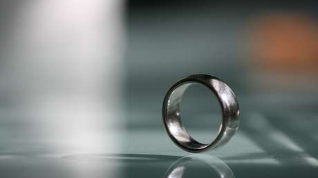 "FOTO: Pescadores hallan un anillo de boda ""maldito"" atado a un pez en EE.UU."