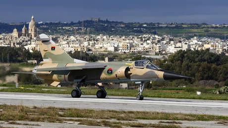 Un Mirage F1 de la Fuerza Aérea Libia en el aeropuerto internacional de Malta, cerca de La Valeta, el 19 de febrero de 2012.