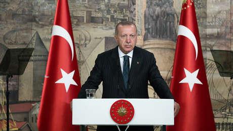 El presidente turco Recep Tayyip Erdogan durante una reunión con periodistas de su país en Estambul, Turquía, el 20 de junio de 2019.