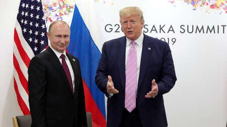 El presidente de Rusia, Vladímir Putin, y su homólogo estadounidense, Donald Trump, en Osaka (Japón), el 28 de junio de 2019.
