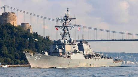 El destructor estadounidense USS Carney.
