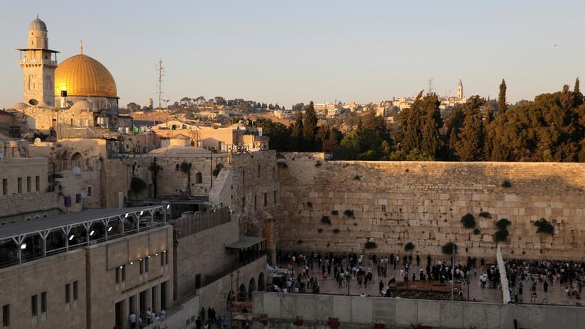 VIDEO: El embajador de EE.UU. rompe un muro al inaugurar una ruta arqueológica israelí bajo un barrio palestino de Jerusalén Este
