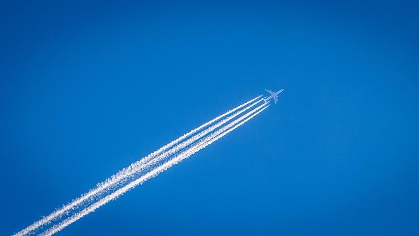 No es el CO2: explican el principal mecanismo con el que los aviones contribuyen al calentamiento gobal