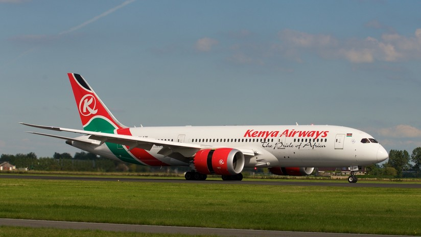 Un hombre cae desde un avión de pasajeros momentos antes del aterrizaje en Londres