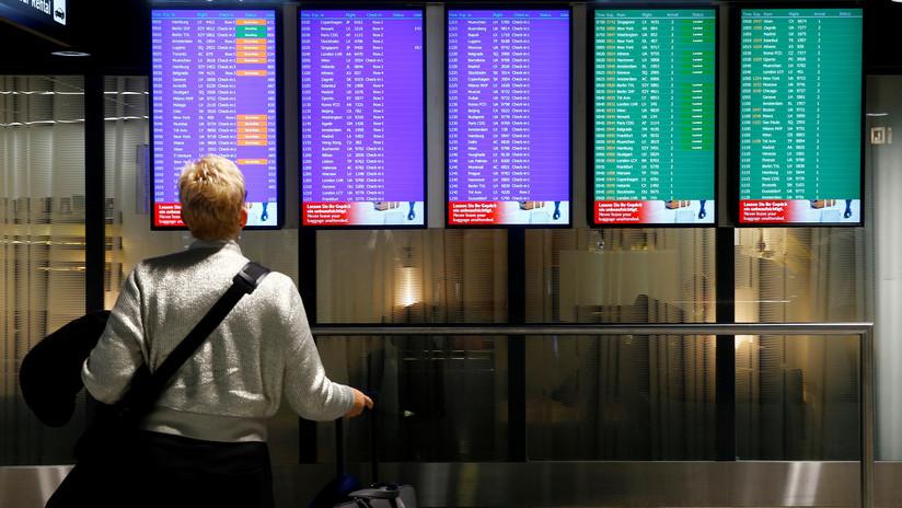 Mujer fue expulsada de un avión por llevar ropa que