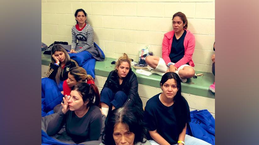 """""""Les dicen que beban agua del váter"""": Congresistas demócratas denuncian condiciones inhumanas en los centros de detención de inmigrantes de EE.UU."""