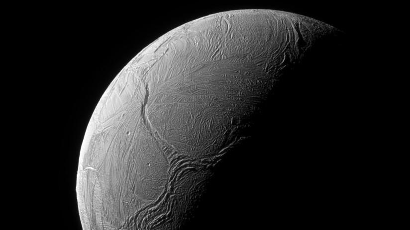 Una luna helada de Saturno podría tener la 'edad perfecta' para albergar vida