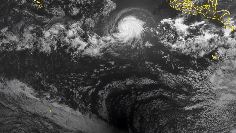 Eclipse solar total: nuevas imágenes desde el espacio registran la sombra de la Luna y su encuentro con el huracán Bárbara