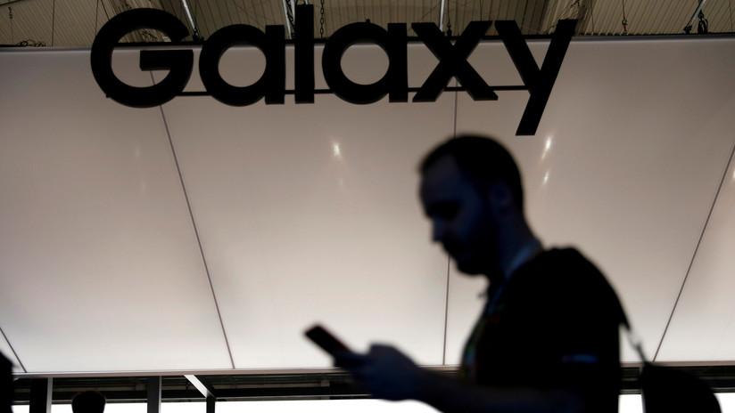 Demandan a Samsung por engañar a los consumidores sobre la resistencia de sus teléfonos al agua