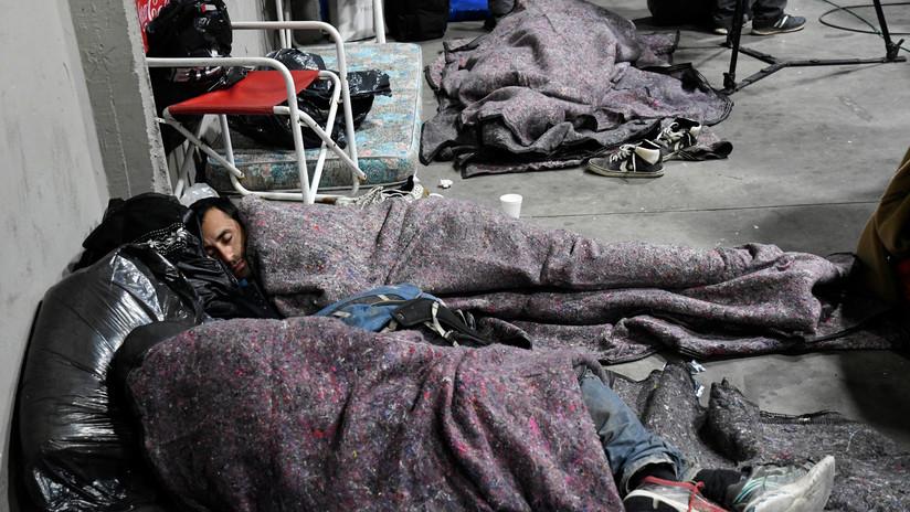 """""""La desigualdad mata"""": Así es dormir en la calle durante la noche más fría de Buenos Aires"""