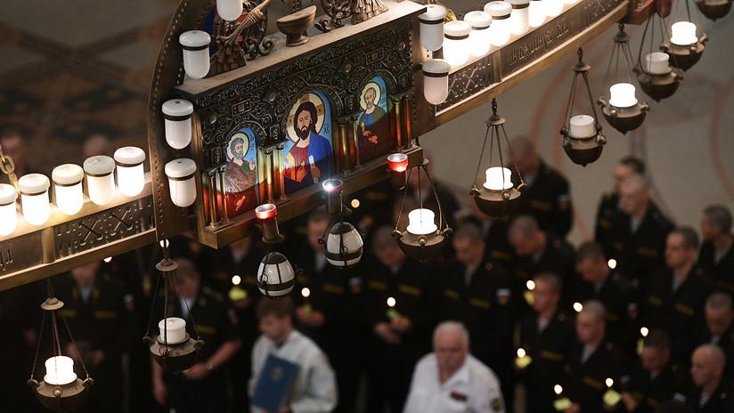 Entierran a los 14 marineros fallecidos en el submarino ruso
